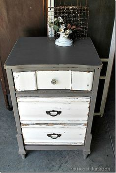 55 new ideas white bedroom furniture decor color combos drawers Chalk Paint Furniture, Furniture Projects, Table Furniture, Furniture Makeover, Furniture Decor, Furniture Repair, Furniture Stores, Desk Makeover, Furniture Outlet