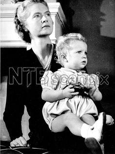 STOCKHOLM 1946 Prinsessan Sibylla med kronprins Carl Gustaf. Foto Foto Svenska Dagbladet / SCANPIX Code 30000