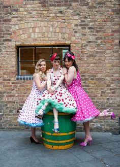 Great idea for a vintage hen party: A rockabilly hen party!
