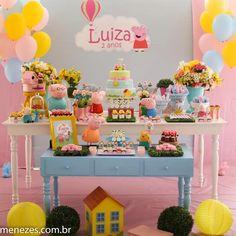 A porquinha mais amada das festas infantis: Peppa Pig! Esse tema caiu mesmo no gosto infantil né? A criançada adora!! Festa lindinha com dec...