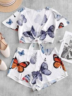 Butterfly Print Knotted Crop Top and Shorts Set top drawing Butterfly Print Knotted Crop Top and Shorts Set Crop Top Outfits, Crop Top And Shorts, Short Outfits, Two Piece Outfits Shorts, Crop Tops For Kids, Girls Crop Tops, Cute Summer Outfits, Cute Outfits, Fashionable Outfits
