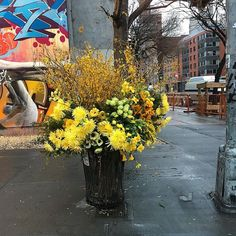 """[Highlight from #GreatArt] Discover these """"Flower Flashes"""" where floral designer Lewis Miller reuses the flowers from large events as """"gifts to New Yorkers."""" In these works, he truly transforms waste into art, if only fleetingly. #artlovers"""
