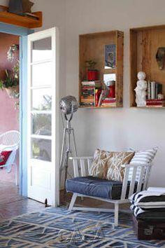 """Casa Litoral Norte SP - """"Alma Caiçara"""": Corredores, halls e escadas  por AMMA PROJETOS"""