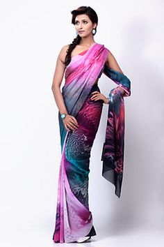 Get a jump on the latest trend with this printed saree that comes in multiple hues.