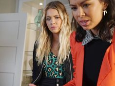 Hanna Marin's Green Leopard Bodysuit on Pretty Little Liars Cropped Leather Jacket, Fringe Jacket, Leather Fringe, Pretty Little Liars Fashion, Green Animals, Hanna Marin, Unique Outfits, Marines, Bodysuit