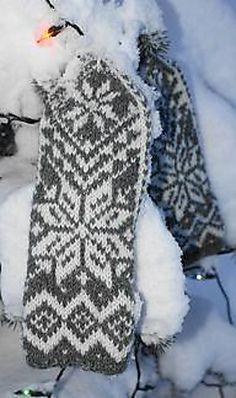Ravelry: Votter pattern by Smevik Design Knitted Gloves, Knitting Socks, Knit Socks, Sweater Mittens, Knitting Patterns, Knitting Ideas, Ravelry, Free Pattern, Upcycle