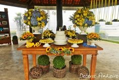 Mesa do bolo de Débora Pinheiro Decoração Marriage, Wedding Inspiration, Table Decorations, 15 Years, Home Decor, Style, Dream Wedding, Sunflower Wedding Decorations, Weddings