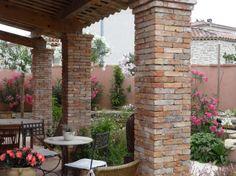 • poteaux en briques anciennes • salvaged bricks posts