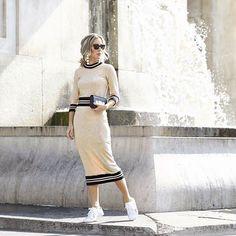 Get inspired! ✨ A produção com espírito sportwear, como proposta sofisticada e ultra confortável, da minha power blonde @helena_lunardelli com top e saia mídi nude @annefernandesoficial + white sneakers 😉❤️ #FhitsMilao #FhitsTeam #FhitsTips