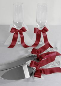 These classic toasting flutes and cake knife and serving set are embellished with organza and satin ribbon bows.