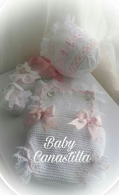 This Pin was discovered by Hav Newborn Crochet Patterns, Crochet Baby Dress Pattern, Crochet Baby Bonnet, Baby Afghan Crochet, Pinterest Diy Crafts, Baby Boutique, Cute Baby Clothes, Baby Sweaters, Handmade Baby