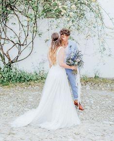 One of my favorite workshops <3 . . Team: @anja_schneemann_photography @theweddingtree.eu @theweddingselection @riasaage @lisboamelie @mundus_hannover @milles_fleurs_ @sioedam_couture @daalarna_couture @quinta_de_sao_thiago @janniebaltzer @tonipentzlin . . #fashionista #weddingshoes #weddingtrends #bridalshoes #bridaltrends #realwedding #reallove #biglove #weddingdetails #weddingphotographer #weddingphotography #weddingphotos #weddingdress #bride #bridetobe #bride2018 #afterwedding…