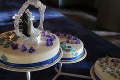 Sinivalkoinen hääkakku Joko, Desserts, Tailgate Desserts, Deserts, Postres, Dessert, Plated Desserts