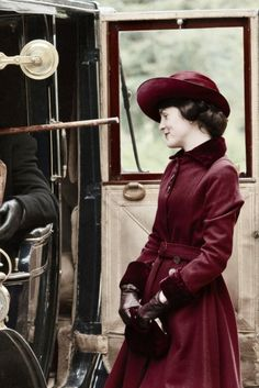 #DowntonAbbey Lady Mary (Michelle Dockery)  in red day outfit