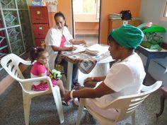 A cargo de los servicios de salud están la enfermera Reina y la doctora Yauma