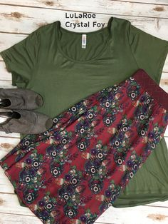Lularoe outfit of the day! This is a match made in LuLa heaven! Classic Tee in army green paired with a Lola skirt in a gorgeous floral! Take both pieces through multiple seasons with some easy changes! #lularoe #lularoethefoys #ootd #lularoecrystalfoy
