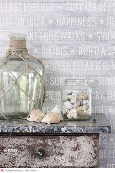 """ESTAHome Cabana. Natuurlijke materialen, etnische elementen en vrolijke kleuren kenmerken deze paradijselijke collectie en zorgen voor een """"laid-back Ibiza vibe"""" in jouw interieur. Zon, zee en strand zul je er wel zelf bij moeten verzinnen maar aan de sfeer zal het zeker niet liggen."""