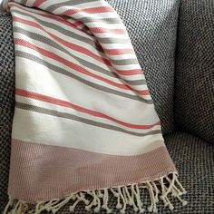 Fouta tunisienne de plage chevron - ADGArt Chevron, News Design, Beach Towel, Bed Sheets, Stripes, Couture, Blanket, Linens, Fabric