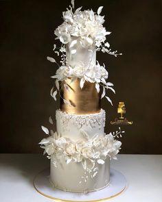 "مهدويه on Instagram: ""#wedluxe  #weddingcake  #fondantcake  #luxury  #luxurylifestyle"" White And Gold Wedding Cake, Pretty Wedding Cakes, Luxury Wedding Cake, Amazing Wedding Cakes, Elegant Wedding Cakes, Wedding Cake Designs, Wedding Cake Toppers, Elegant Cakes, Purple Wedding"