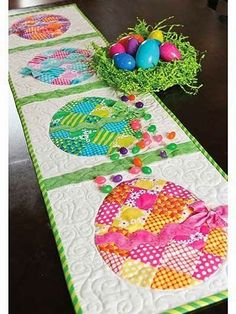 Patchwork Easter Egg Table Runner Pattern: Add some sparkle to your Easter table with this darling Easter Egg Runner! This pattern shows you to make this quick and easy project featuring patchwork eggs and glitter accents. Finished size is Table Runner And Placemats, Table Runner Pattern, Quilted Table Runners, Easter Projects, Easter Crafts, Spring Crafts, Holiday Crafts, Pinterest Crochet, Shabby Fabrics