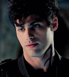 Alec Lightwood Matthew Daddario Daily Again with the sass lol I love this gif Shadowhunters Tv Show, Shadowhunters The Mortal Instruments, Matthew Daddario Shadowhunters, Tenn Wolf, Shadowhunter Alec, Magnus And Alec, Cassandra Clare Books, City Of Bones, To My Future Husband