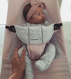 Find images and videos about cute, baby and bow on We Heart It - the app to get lost in what you love. Lil Baby, My Baby Girl, Little Babies, Cute Babies, Cute Baby Pictures, Baby Photos, Good Night Baby, Tammy Hembrow, Baby Bjorn