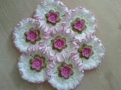 This Pin was discovered by Cem Crochet Circles, Crochet Borders, Crochet Squares, Crochet Motif, Diy Crochet, Crochet Doilies, Crochet Flowers, Crochet Hats, Knitting Projects