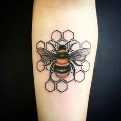 The HoneyComb Maze Bee Tattoo Design. This detailed honeycomb maze bee tattoo design is definitely the perfect piece for your forearm. Honey Bee Tattoo, Bumble Bee Tattoo, Makeup Tattoos, Body Art Tattoos, Sleeve Tattoos, Faith Tattoos, Rib Tattoos, Finger Tattoos, Black Tattoos