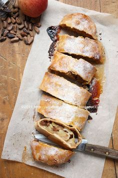 Strudel di mele by Una finestra di fronte, via Flickr Fruit Recipes, Apple Recipes, Vegan Recipes, Food Bulletin Boards, Cake Cookies, Hot Dog Buns, Italian Recipes, Bakery, Good Food