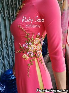 Embroidery floral shirt embroidered dresses Ideas for 2019 Embroidery On Kurtis, Hand Embroidery Dress, Kurti Embroidery Design, Embroidery On Clothes, Flower Embroidery Designs, Hand Embroidery Videos, Embroidery Fashion, Floral Embroidery, Ribbon Embroidery Tutorial