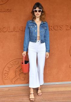 Jeanne Damas Wore the Perfect Parisian Outfit Combo to the French Open Cropped denim jacket with white cropped flare jeans and bucket bag. Here's what four French celebs are wearing to the French Open tennis tournament this year. Flare Jeans Outfit, Smart Casual Skirt Outfit, Casual Outfits, Jeanne Damas, Holiday Party Outfit Casual, Party Outfits, Style Parisienne, French Outfit, Look Street Style
