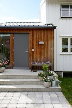 love the simplicity Front Stoop, House Extensions, Atrium, Architecture, Garage Doors, Shed, New Homes, Home And Garden, Exterior