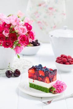Przepis na pyszne, wilgotne ciasto szpinakowe z galaretką i owocami. My Pie, Funny Cake, Cookie Recipes, Sweet Treats, Cheesecake, Food And Drink, Sweets, Cookies, Chocolate