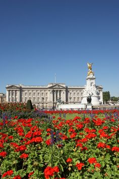 Buckingham Palace sure is gorgeous in the spring! #London #Bucketlist  April is a great time to visit Europe. It can get pretty packed in the summer with tourists.