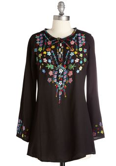 Folky-Dokie Tunic in Black. Youre up for anything when youre wearing this long black top! #black #modcloth