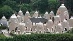 This Eco-Community in Peru is Known for Its Cone-Shaped Structures - Foundation for Intentional Community Cob House Plans, Earth Bag Homes, Earthship Home, Mud House, Tiny House Community, Adobe House, Unusual Homes, Natural Building, Green Building