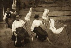 Chendu Mare - women spinning on grasp spindles. See the baby in the hammock?