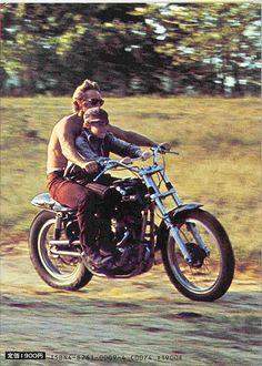 Initiation à la moto pour le jeune Mitch Vogel.
