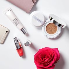Makeup essentials! What's in your bag today?  #Lancôme #MiracleCushion #Foundation #JuicyShaker #LipOil #ThursdayVibe by lancomeofficial