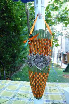 """Lavande """"sachets et objets""""...explication - Le blog de Scrapenprovence Lavender Wands, Lavender Crafts, Diy Flower Crown, Jolie Photo, Gras, Flower Crafts, Felt Crafts, Blue Flowers, Garden Plants"""