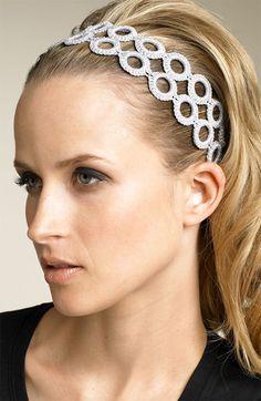 Los accesorios para el cabello mejora la apariencia estética de la mujer, es por eso que ellas acuden a un salón profesional para que la arr...