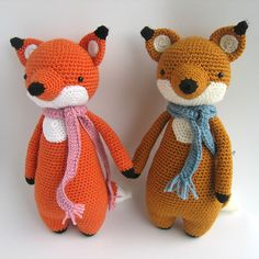 This is a pattern to make this lovely fox, including the scarf!