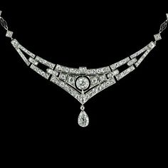 1920s art deco diamond and platinum necklace t,otal diamond weight 5 carats.