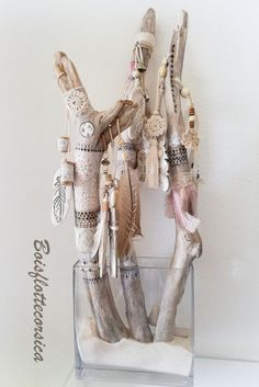 Discover recipes, home ideas, style inspiration and other ideas to try. Driftwood Macrame, Painted Driftwood, Driftwood Crafts, Twig Crafts, Diy And Crafts, Arts And Crafts, Boho Diy, Boho Decor, Spirit Sticks