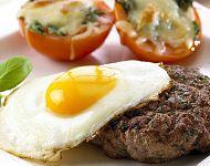 Hakkeboef with fried egg