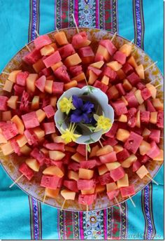 watermelon and cantaloupe skewers. @Ashlee Powell this would be cute for rileys party! | Snacks and Appetizers