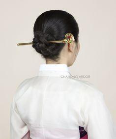 차홍아르더 : 설날 셀프 비녀머리 스타일링 (Chahong Ardor : Korean Tradition Hair Self Styling) Hair St, Korean Wave, Korean Dress, Korean Traditional, Hair Jewelry, Bobby Pins, Fangirl, Hair Beauty, Hair Accessories