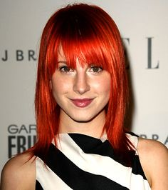 I think Hayley Williams (paramore singer) is so stunning Punk Looks, Hottest Redheads, Hayley Williams, Celebrity Beauty, Favim, Paramore, Red Hair, Hollywood, Singer