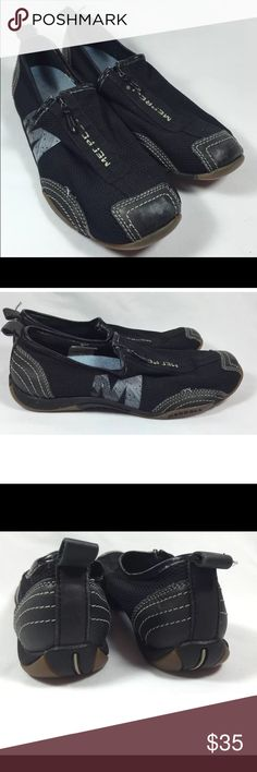 Merrell women zip up shoes 8.5 Super comfy athletic/hiking shoes retails 99 super comfy in good condition!! Merrell Shoes Athletic Shoes