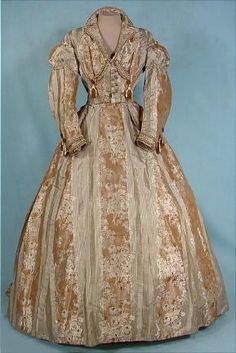 1865 - robe de soie brocart Victoria et Elizabeth